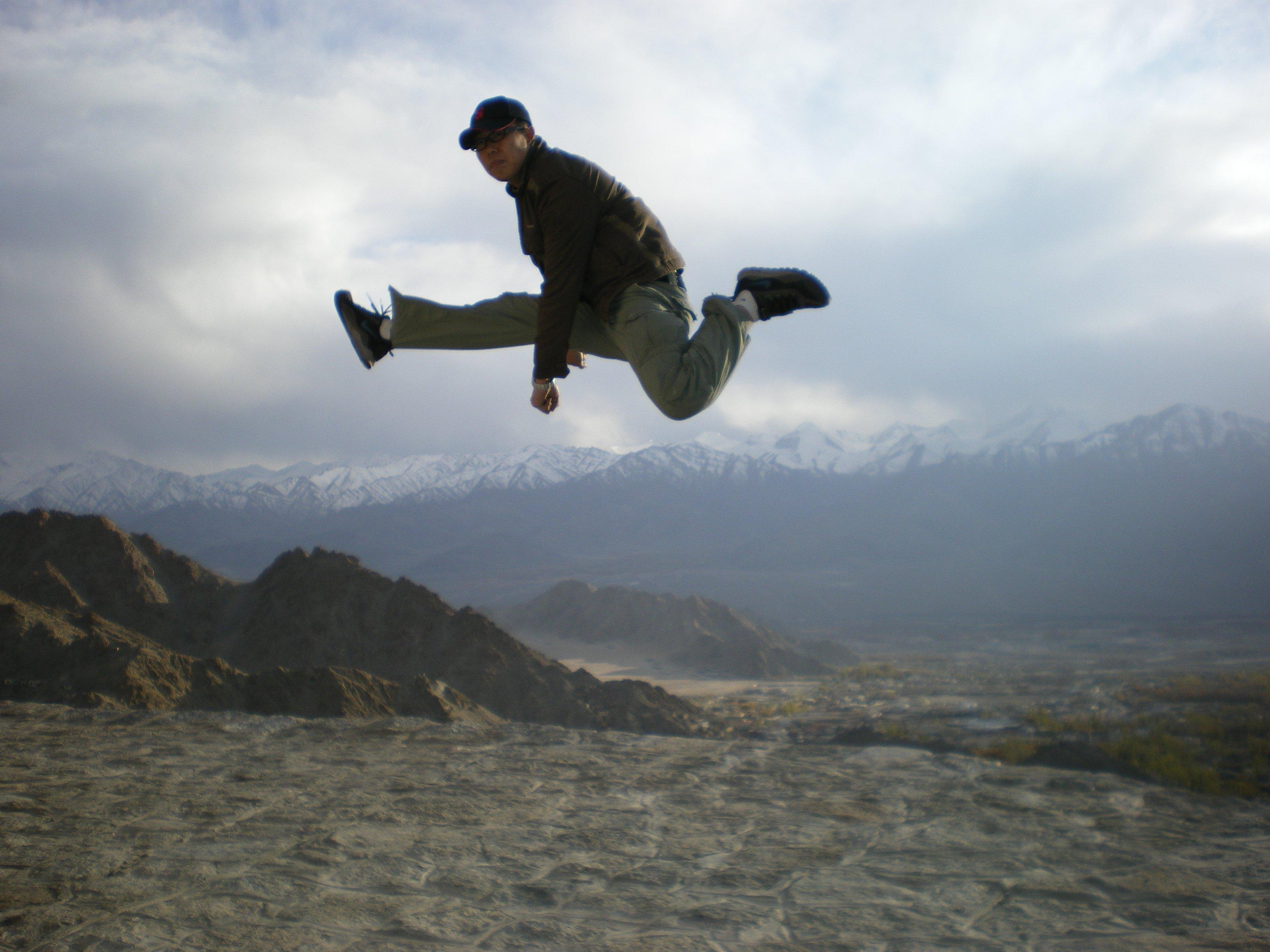 Leh, Himalaya en  arrière plan